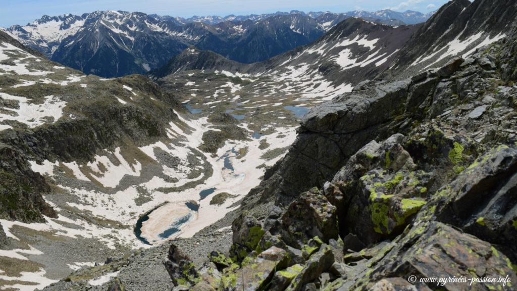 Le vallon des lacs d'Anglios vu depuis le col des Estanyets