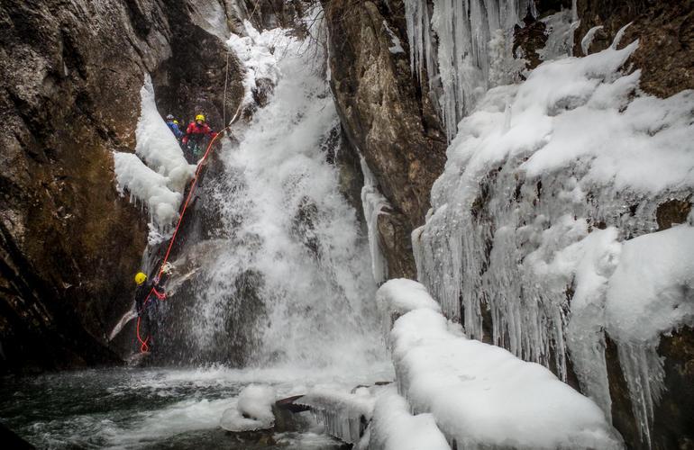 ice-canyoning