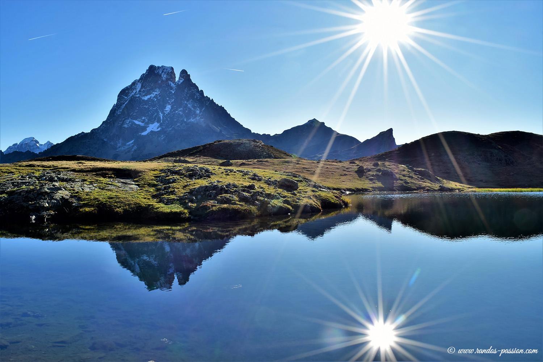 Le lac du Miey et le Pic du Midi d'Ossau