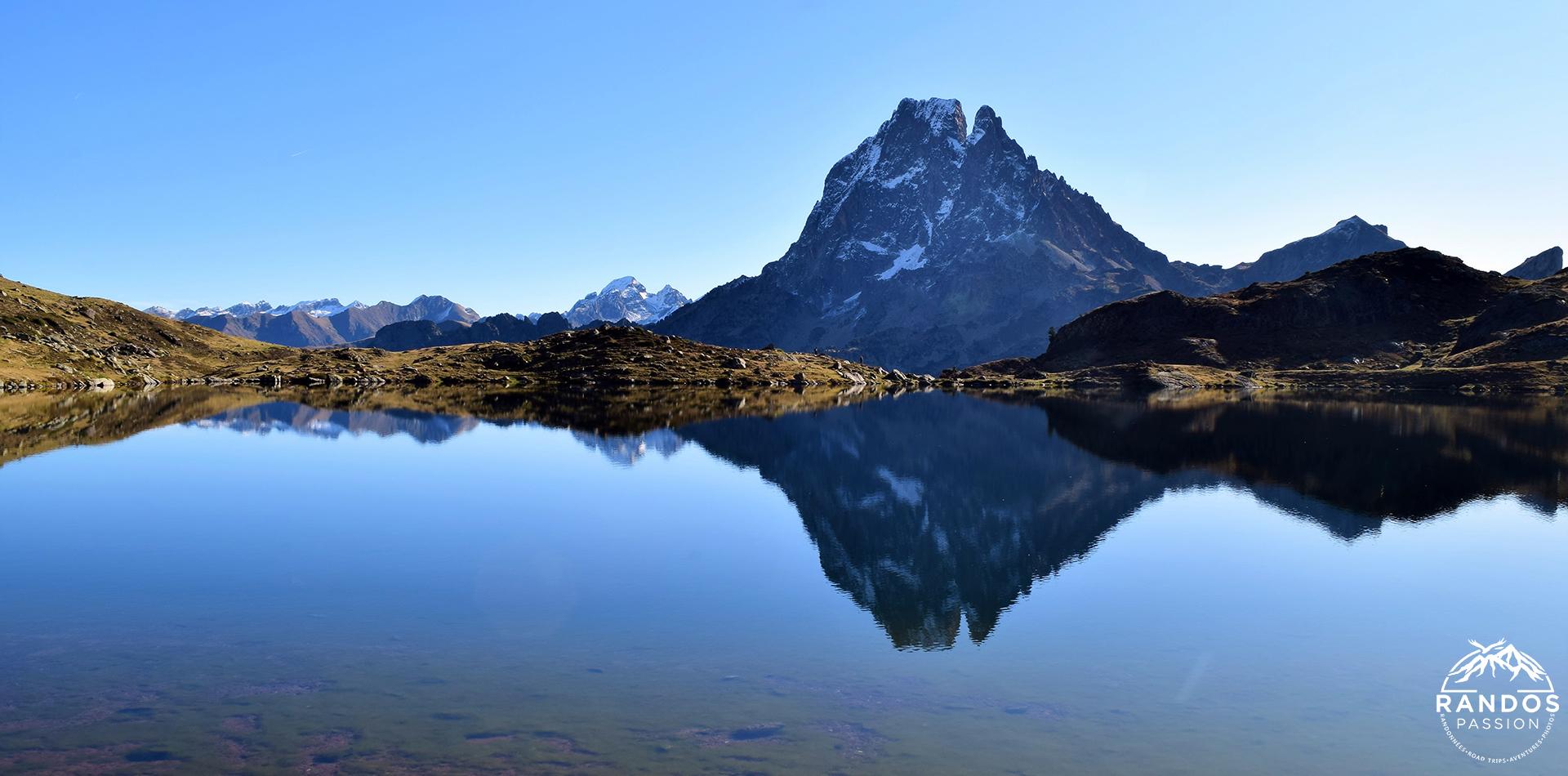 Le lac gentau et le pic du Midi d'Ossau