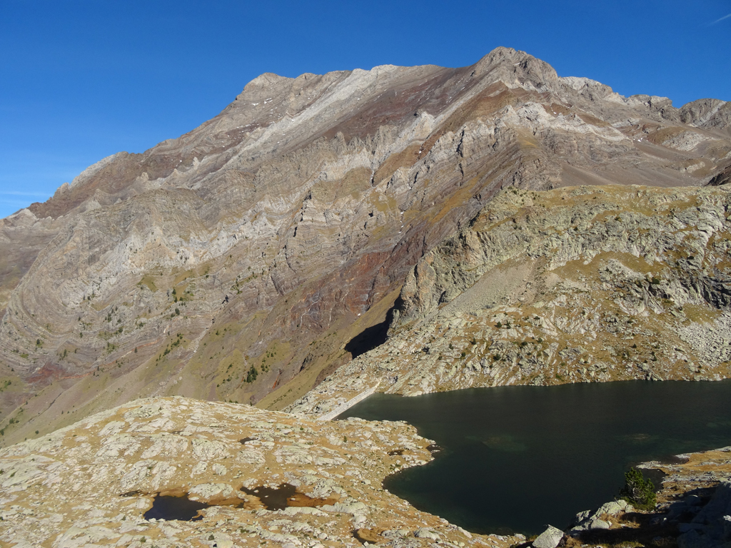 La crête Espadas - Posets vue depuis les lacs de Millares
