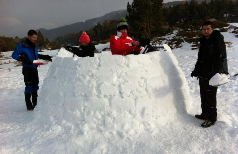 Raquettesà neige et nuit en igloo dans les Pyrénées-Orientales