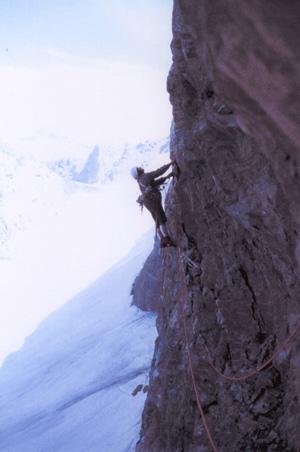 Raymond Despiau lors de la premiere ascension de la Paroi du lac à Barroude (1974)