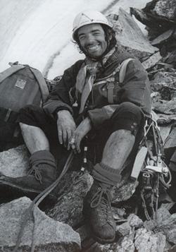 Raymond Despiau le 21 juillet 1975 au sommet du Pic Chacaladni (3650 mètres - Caucase de l'Ouest) lors de la première de la face sud (500 m. ED, 100 pitons, 29 heures, 2 bivouacs)