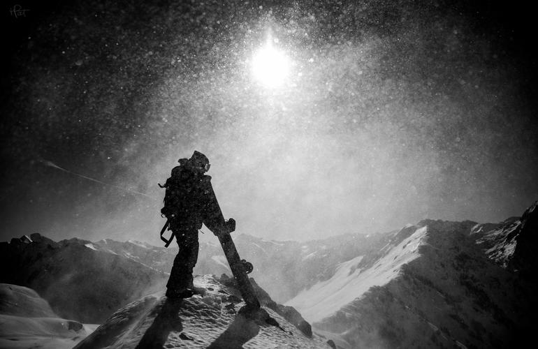 ski-hors-piste-avec-polo-de-le-rue