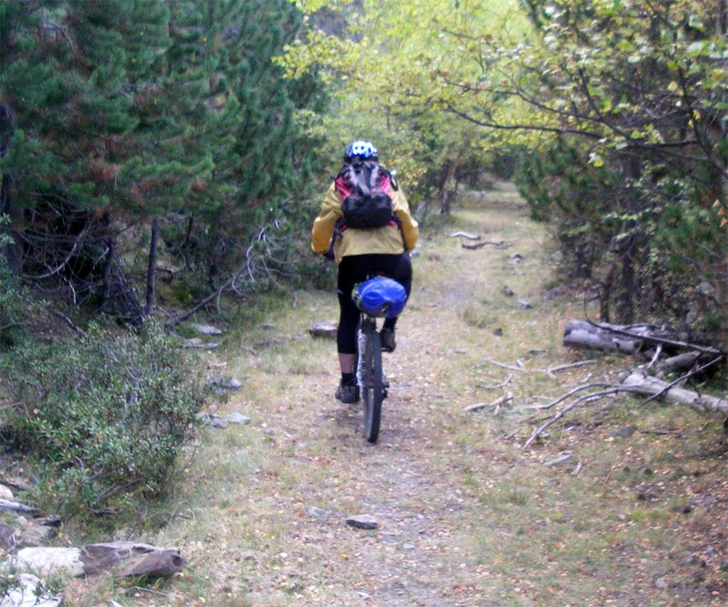 Traversée des Pyrénées en VTT Etape 10 Descente du col de Campirme