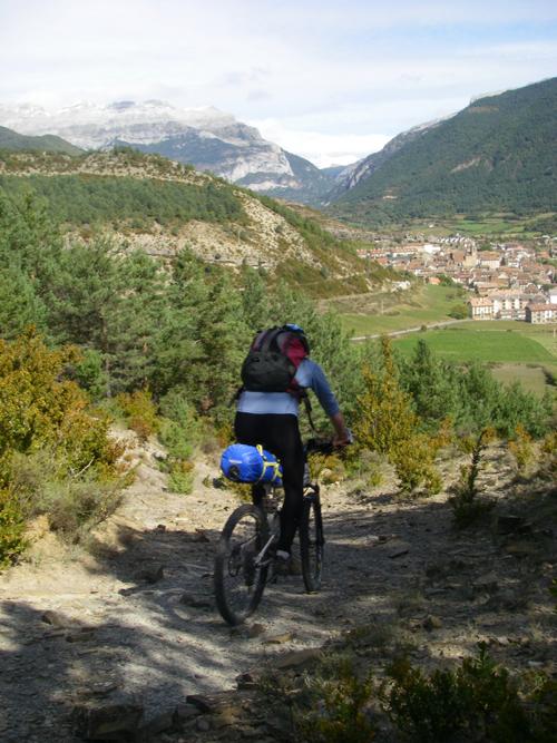 La traversée des Pyrénées en VTT - Etape 4 Descente vers Hecho