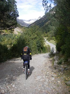 La traversée des Pyrénées en VTT Etape 8 La piste du col de Sahune
